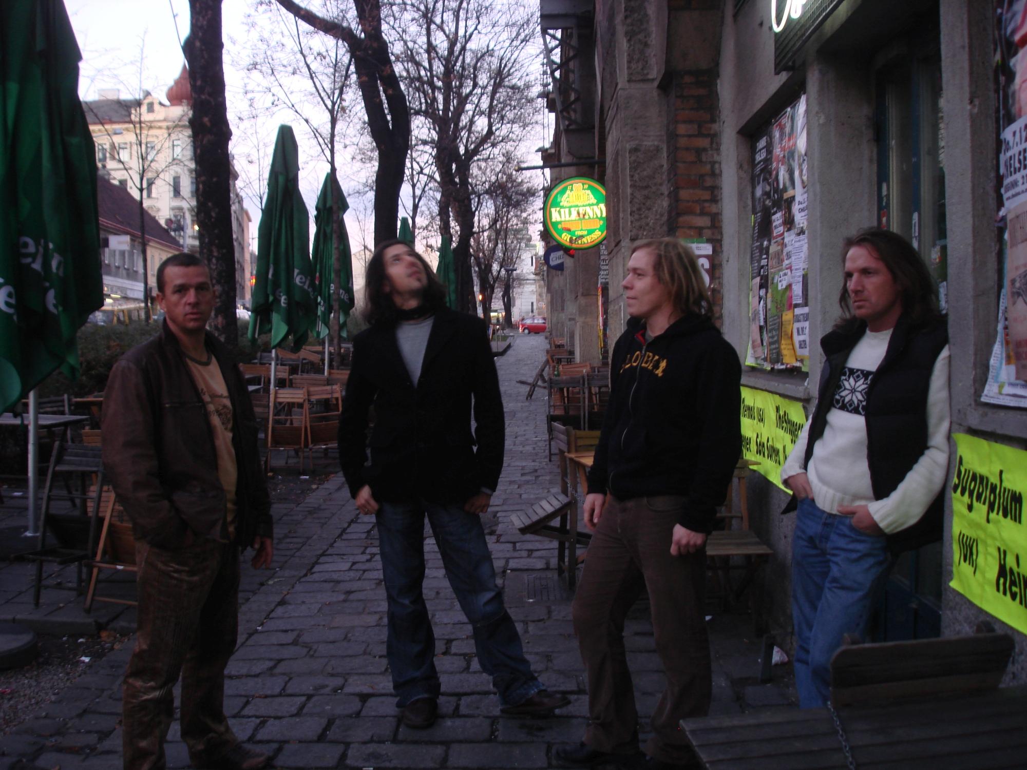 Once Again vor dem Chelsea in Wien